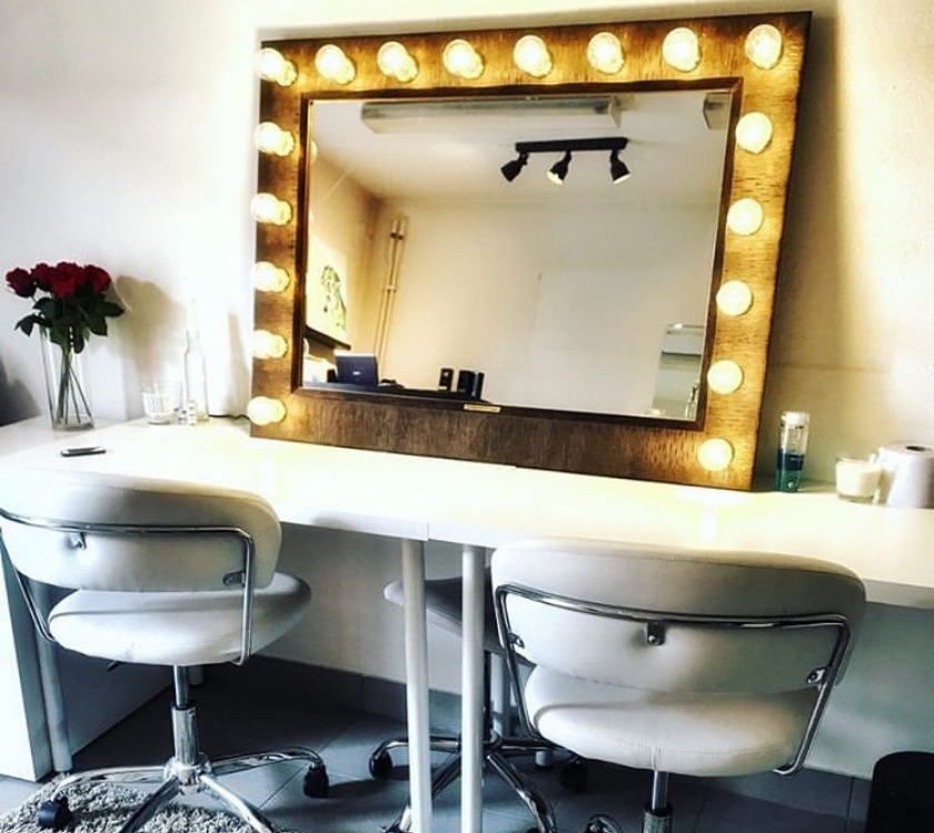 gold-vanity-mirror-with-lights